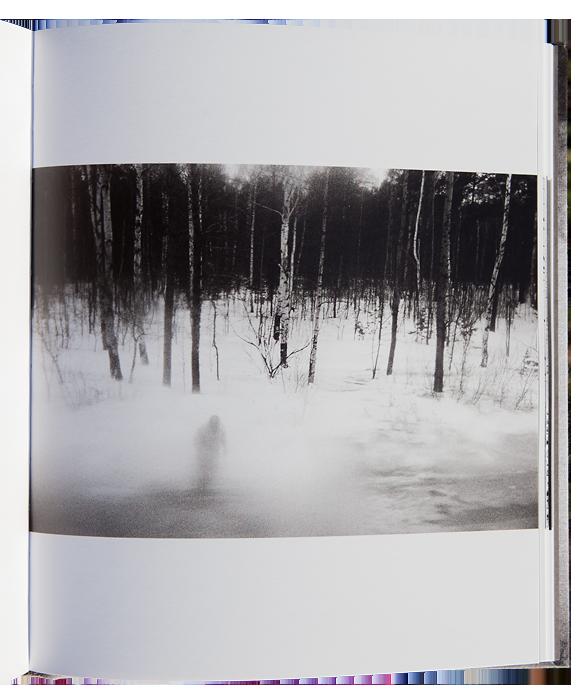DANILOVIC Ljubisa, Le désert Russe.  France : lamaindonne, 2015, 104 p. 58 photographies du 17 x 11,4 cm à la double pleine page (42 x 26 cm)