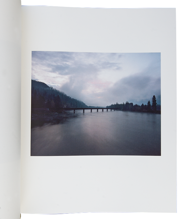 SCHUTMAAT, Bryan, Grays the mountain sends. New York : Silas Finch, 2013, 2014, 100 p, dont 42 photographies couleurs