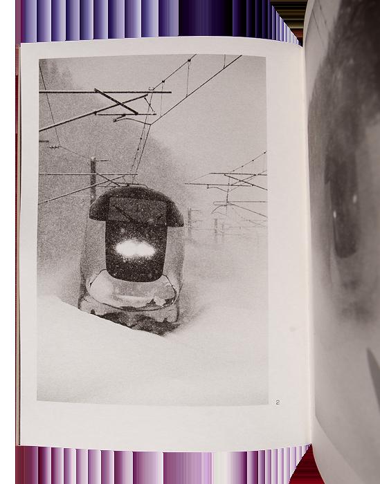 LEBLOND Antoine ressha ga kimasu. Saint-Thonan : auto-édition (imprimerie Cloître), 2015, 62 p. 45 photographies N&B 14,6 x 21,9 (sauf 3 en 11,0 x 14,2) cm
