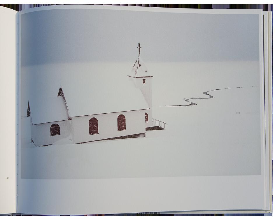 JACROT Christophe, Snjór. Paris : H'ARTPON Editions, 2016, 64 p. 37 photos format 38,5 cm x 26,0 cm