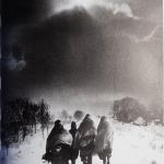 KOJIMA Ichiro, ISHIZAKA Yojiro, TAKAGI Kyozo, Facsimilé de Tsugaru: Poetry, Writings, Photography (1963), Izu Photo Museum et NOHARA, 2014, 98 p. (+ livret de 16 p.) 47 photographies du 9 x 9 cm à la double pleine page (41,8 x 27,8 cm)